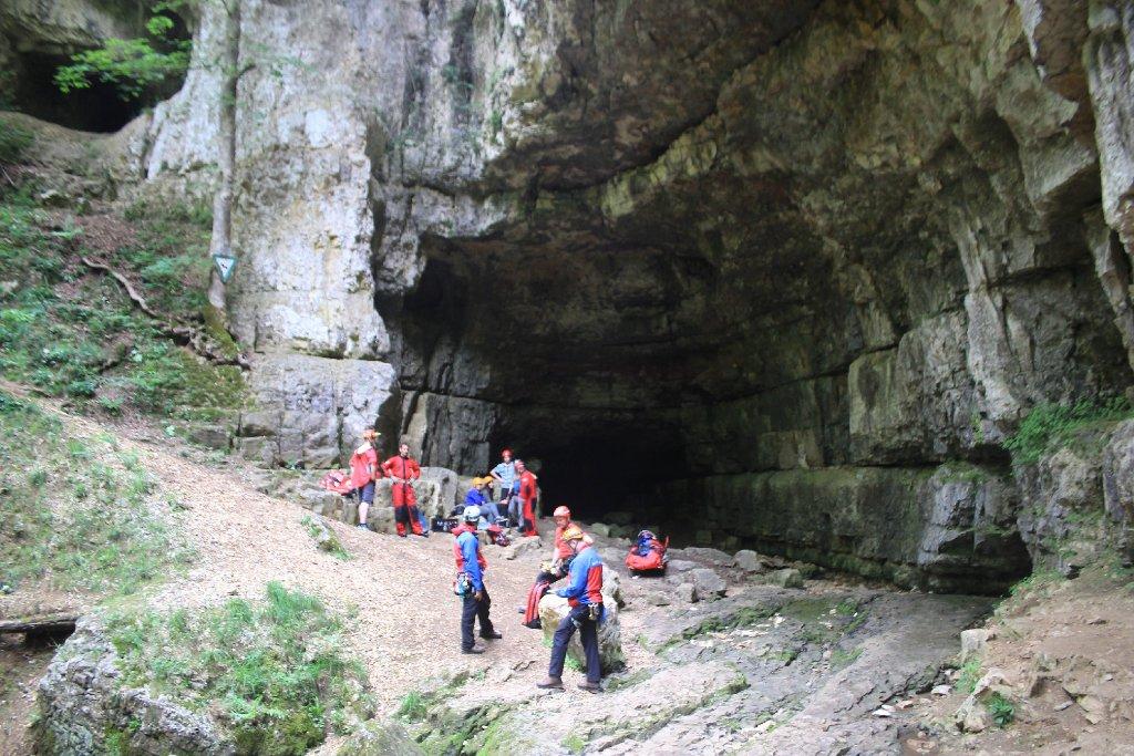 Einen 60-Jährigen musste die Bergwacht am Sonntag aus einer Höhle in Grabenstetten retten. Foto: www.7aktuell.de | Lukas Felder