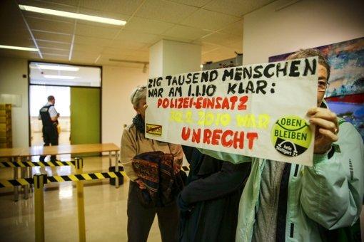 Viele Demonstranten, die am 30. September 2010 im Park dabei waren, verfolgen das Verfahren am Verwaltungsgericht – unter ihnen auch Dietrich Wagner. Foto: Lichtgut/Leif Piechowski