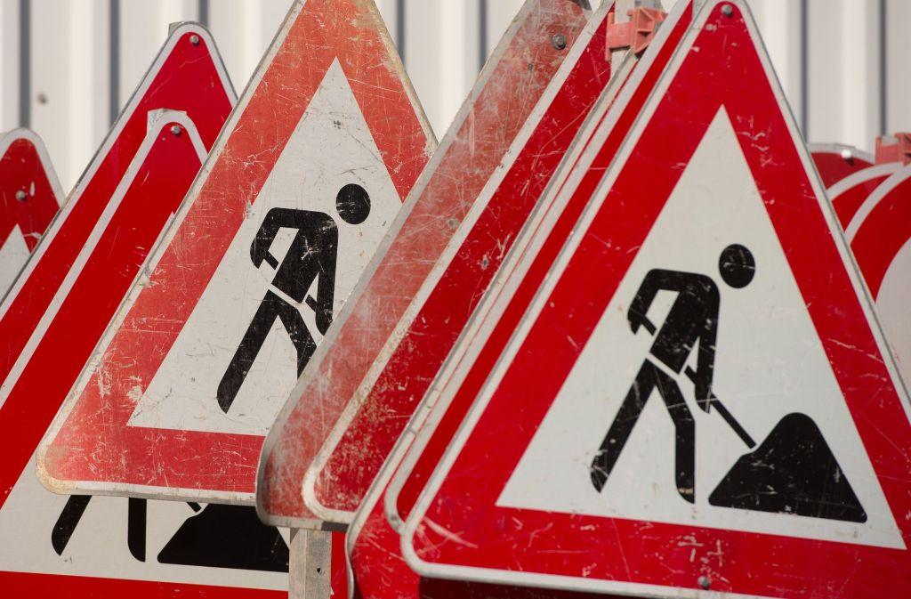 Solche Schilder werden Autobahnfahrer noch ein paar Wochen begleiten. Foto: dpa