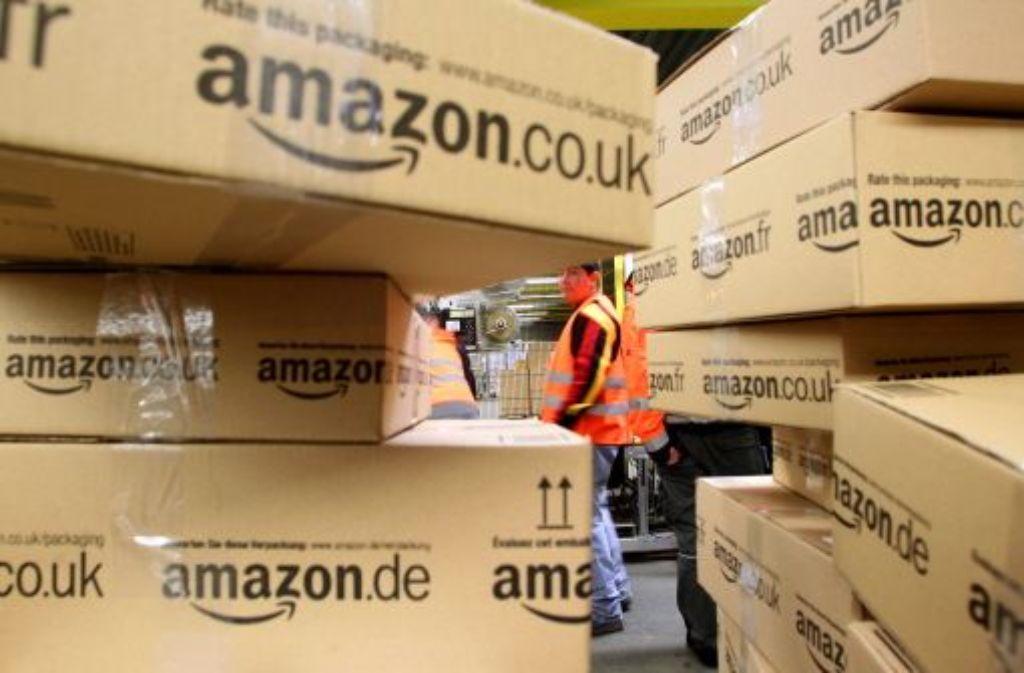 Schnelligkeit ist alles: Der Internetversandhändler Amazon baut in verkehrsgünstiger Lage an der Autobahn 8 bei Pforzheim. Foto: dpa