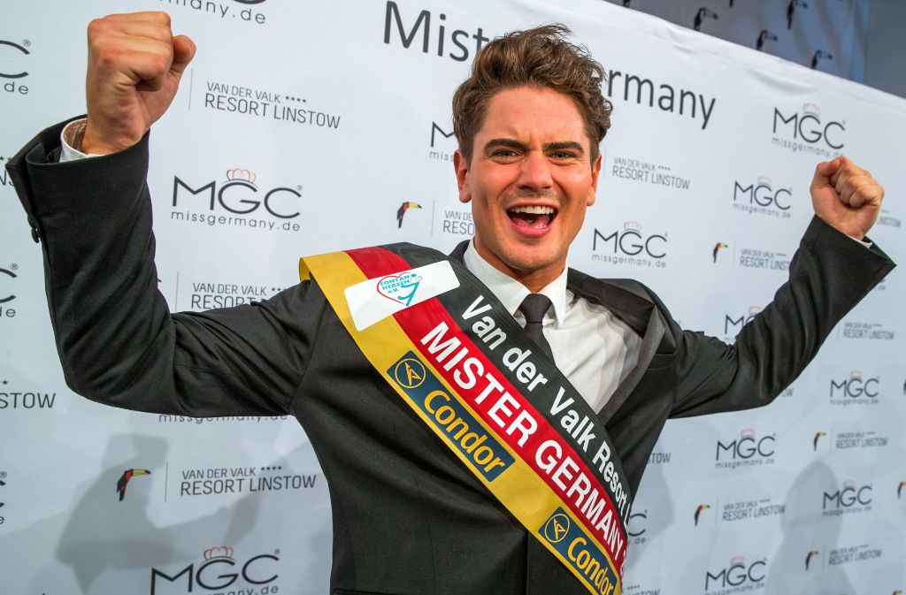 Mister Germany 2017 kommt aus Esslingen. Dominik Bruntner feiert seinen Titel. Foto: dpa-Zentralbild