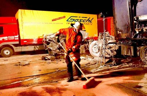 Einem rabiaten Autofahrer gefällt es nicht, dass die Straße gesperrt ist. Foto: Archiv/Prade