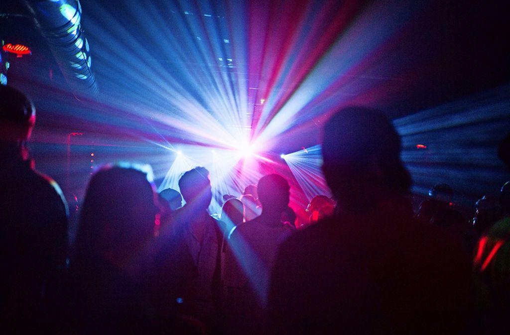 Die Freiwilligen von Take beraten auch in der Stuttgarter Partyszene. (Symbolbild) Foto: picture alliance / dpa/Sophia Kembowski