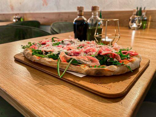 Eine Pinsa, die bekömmliche und ursprüngliche Variante der Pizza wie sie in der Pinsa Manufaktur ...