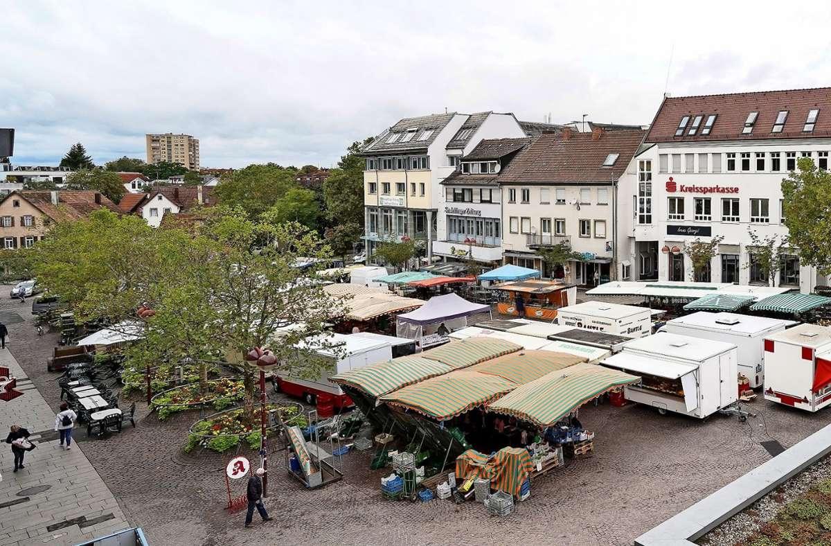 An Markttagen ist  auf dem Sindelfinger Marktplatz ein bisschen etwas los – sonst herrscht eher völlige  Flaute. Foto: factum/Jürgen Bach