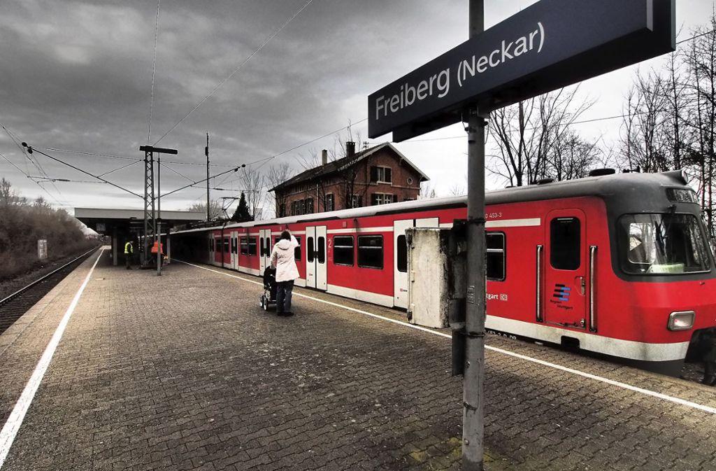 Bis Ende des Jahres soll in Freiberg am Neckar eine 2,2 Kilometer lange Lärmschutzwand entstehen. Knapp 1,3 Kilometer sind bereits fertig. Foto: FACTUM/Andreas Weise