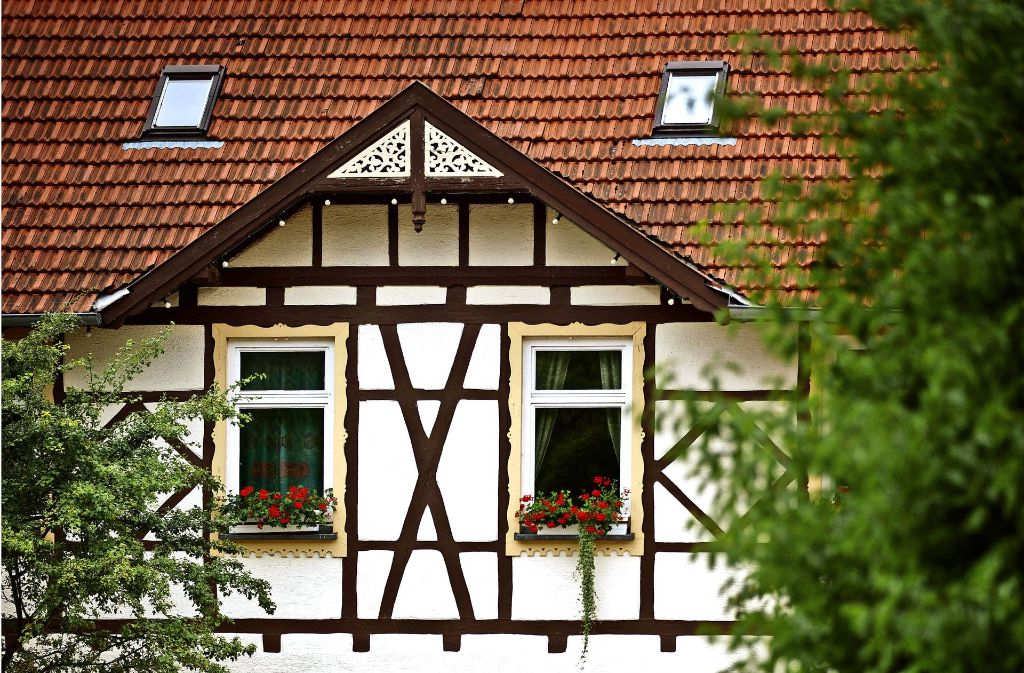 Das alte Rathaus in Kleinheppach soll einem neuen Dorfhaus weichen. Mit einem Bürgerbegehren will eine Initiative erreichen, dass die Fassade des Neubaus seinem Vorgänger ähnelt. Foto: Gottfried Stoppel