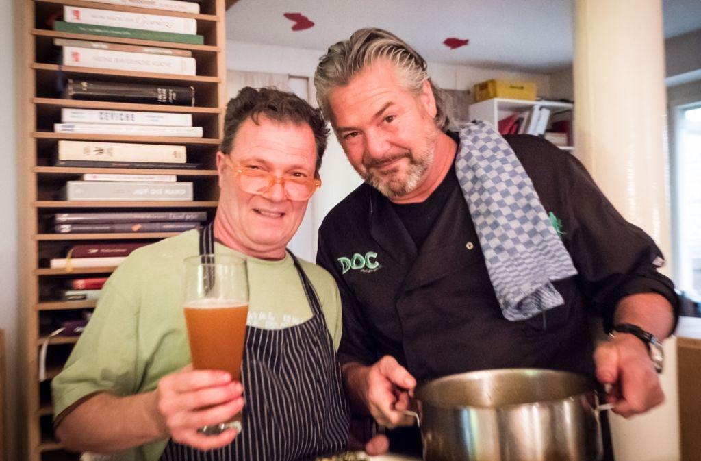 Kochen verbindet: Mario Ohno (links) und Frank Oehler Foto: Lichtgut/Achim Zweygarth