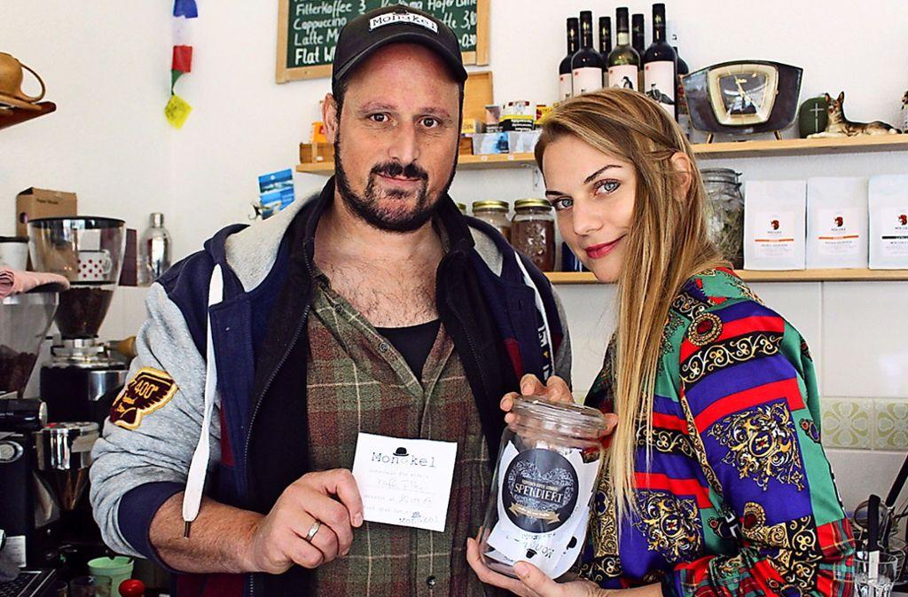 Sarah Archut-Zeimpekoglou betreibt mit ihrem Mann Terry Zeimpekoglou  das Café Monokel. Foto: Fritsch