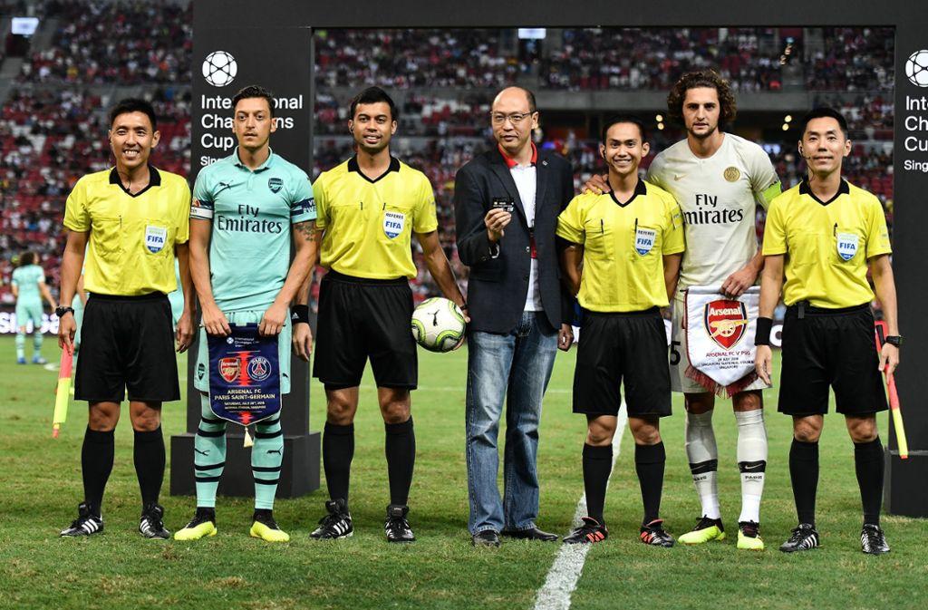 Stolz präsentiert der Hauptsponsor des Turniers die Kreditkarte. Foto: Getty Images AsiaPac