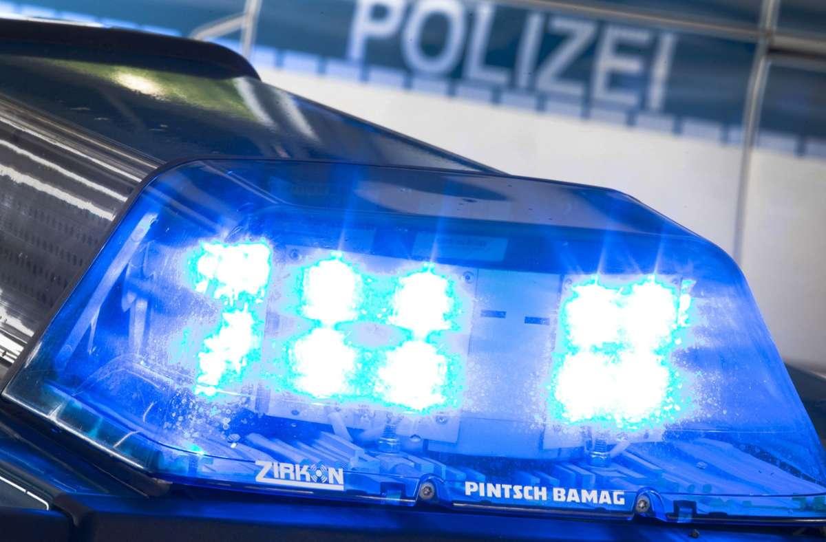 Die Polizei sucht in Fulda nach einem zweijährigen Mädchen, das seit Montagabend als vermisst gilt (Symbolfoto). Foto: dpa/Friso Gentsch