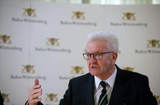 Winfried Kretschmann informiert im Livestream