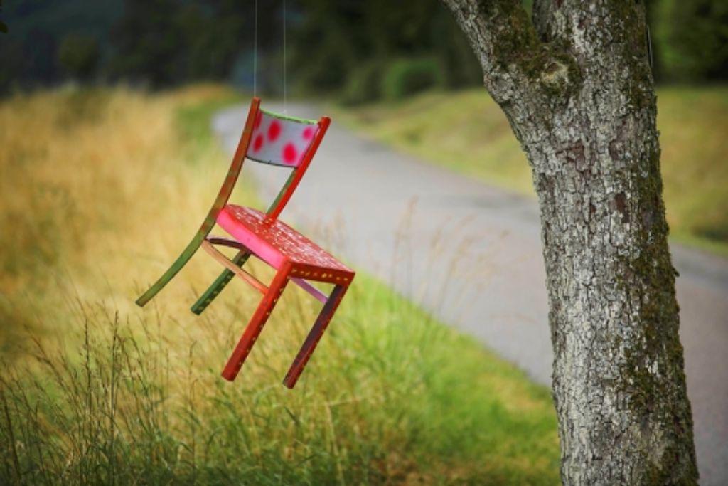 """""""Stühle...zwischen Liegen und Stehen..."""" – das ist der Titel des Projekts. Foto: Stoppel"""