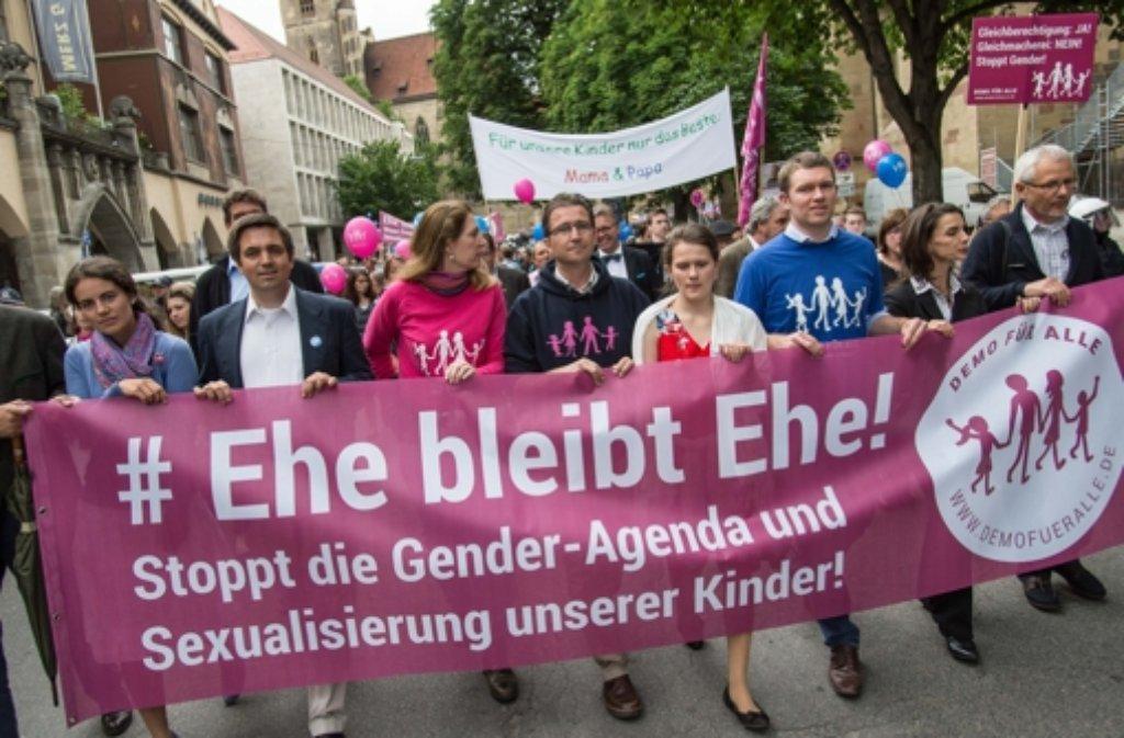 Die Gegner des Aktionsplans der grün-roten Landesregierung wenden sich mit einer Unterschriftenaktion an Bundeskanzlerin Angela Merkel. Foto: dpa
