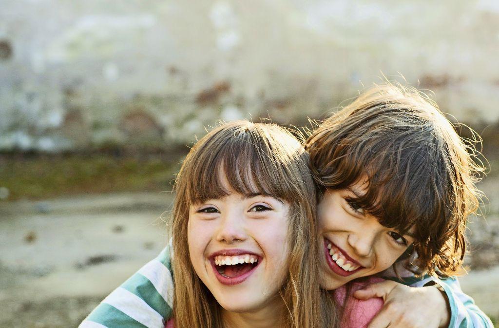 Das Foto beweist: Juliana und ihr Bruder Nicolas sind unzertrennlich. Foto: Conny Wenk