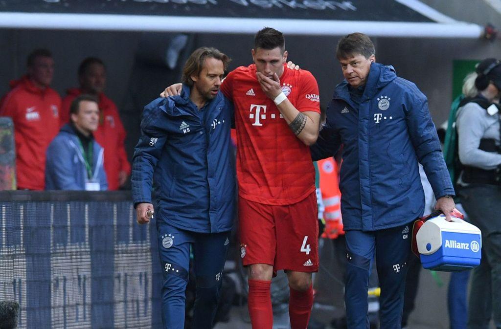 Niklas Süle musste gegen den FC Augsburg verletzt ausgewechselt werden. Foto: AFP/CHRISTOF STACHE