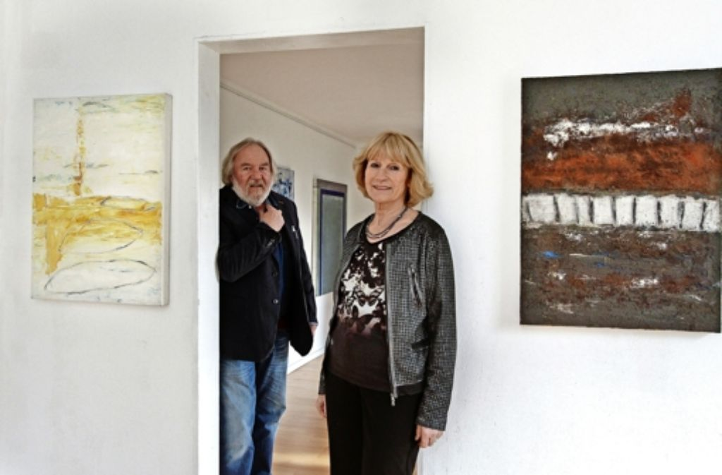 """Anne Wöstmann arbeitet mit Materialien wie Erde oder Sand, ihr Mann Holger Schnapp setzt sich mit der """"Odyssee"""" nach Homer auseinander. Foto: factum/Bach"""