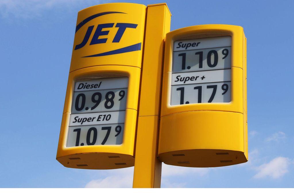 Benzin und Diesel sind in der Corona-Krise an der Tankstelle günstig zu haben. Foto: imago images/U. J. Alexander/ via www.imago-images.de
