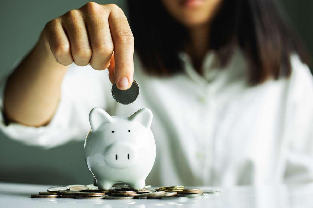 Wie viel Geld sollte man sparen? Foto: Jantanee Runpranomkorn/Shutterstock