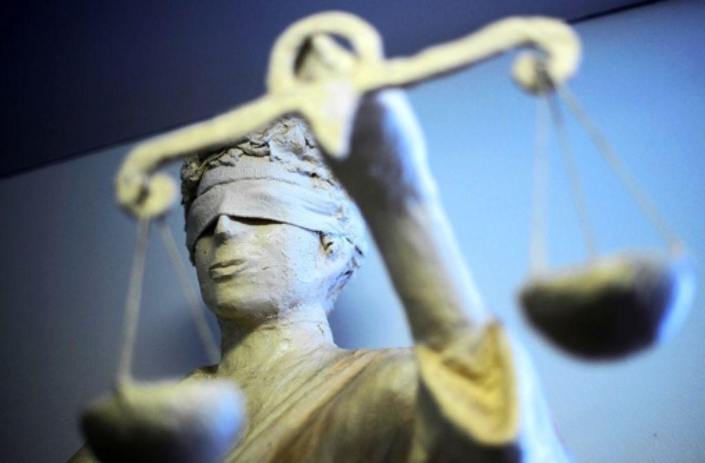 Ein 42-Jähriger ist vor dem Amtsgericht Esslingen zu einer Bewährungsstrafe wegen fahrlässiger Tötung verurteilt worden Foto: dpa