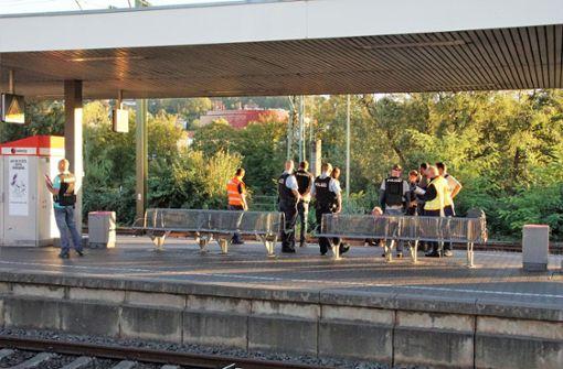 Mann stürzt bei Streit auf S-Bahn-Gleise