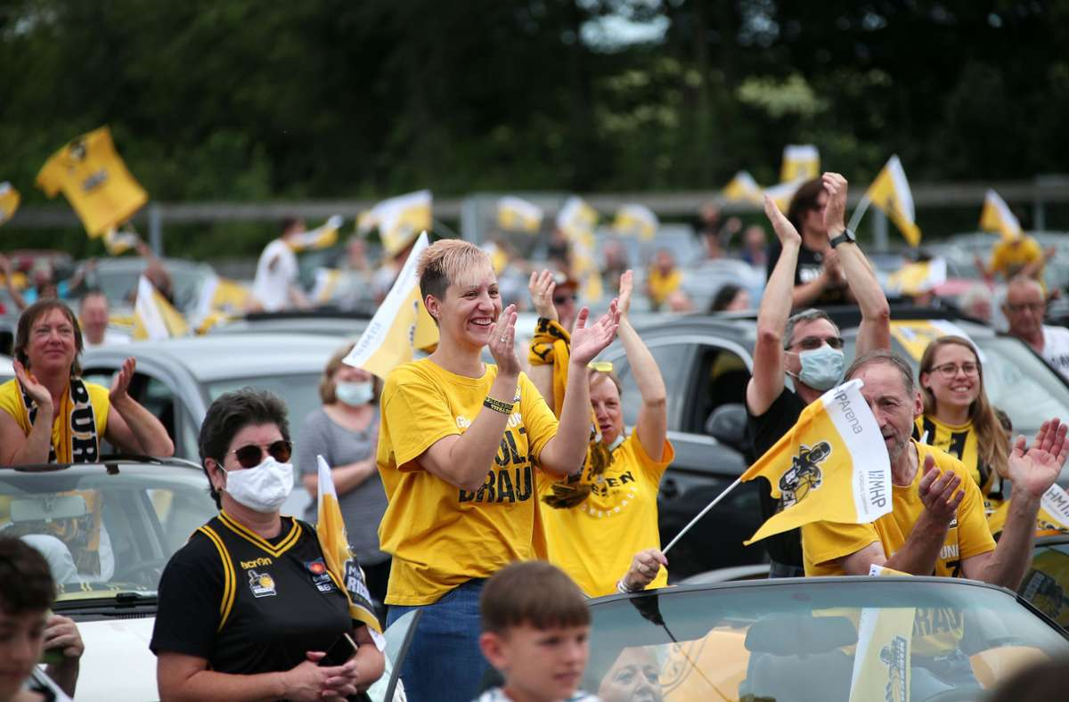 Die Fans der MHP Riesen haben das Team am Montagabend im Autokino Kornwestheim gefeiert. Foto: Pressefoto Baumann/Alexander Keppler
