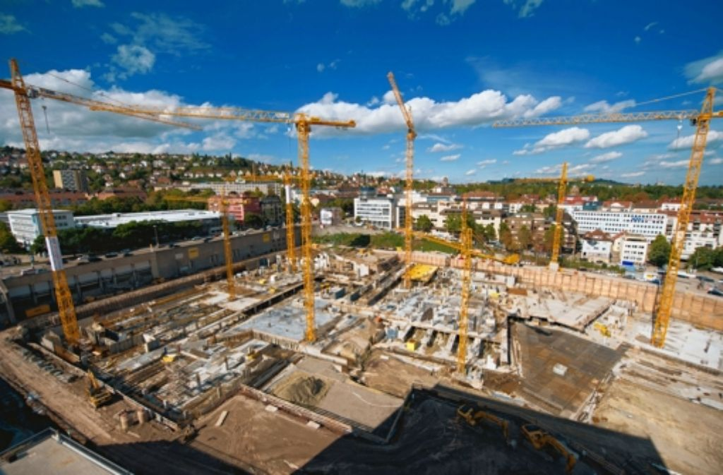 Das Milaneo wächst bereits aus der Baugrube. Foto: dpa