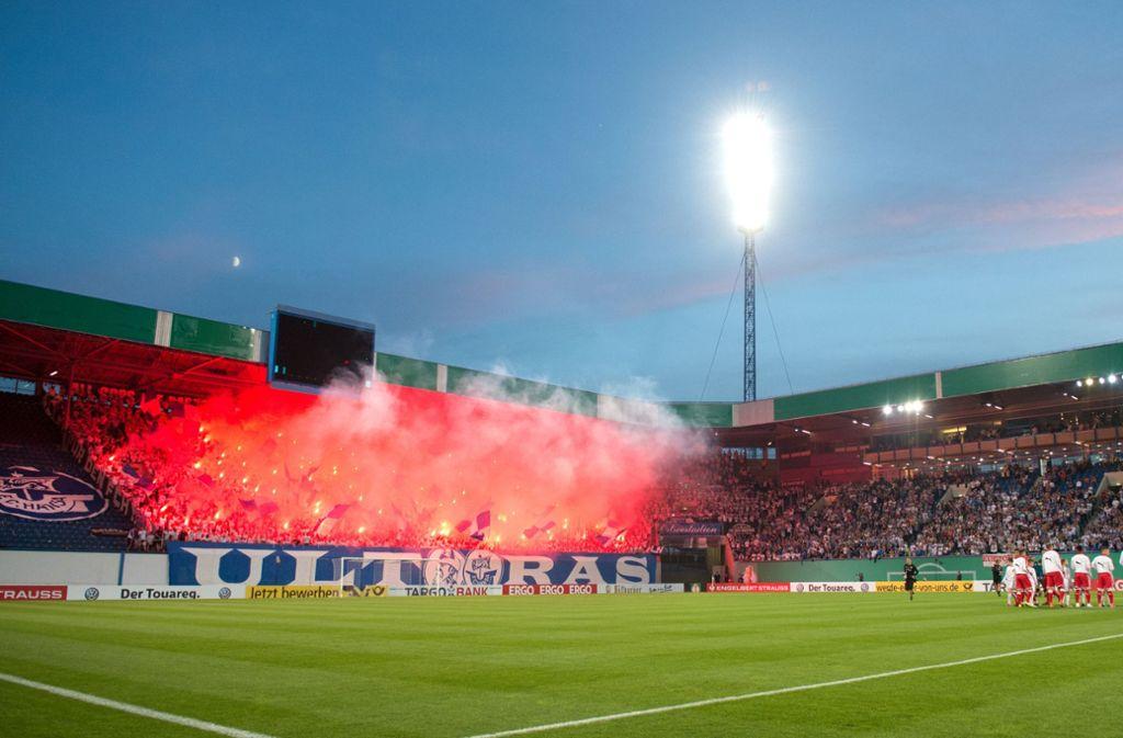 Am 18. August waren im Rostocker Zuschauerbereich pyrotechnische Gegenstände abgebrannt worden. Foto: Pressefoto Baumann
