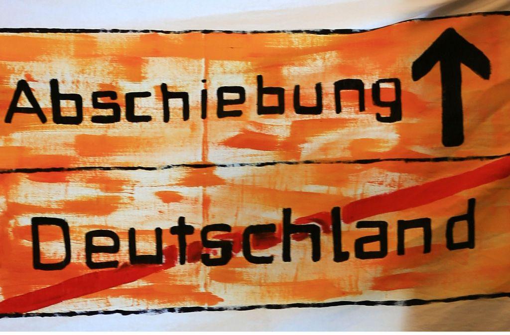 Ein abgeschobener Flüchtling muss nach Deutschland zurückgeholt werden (Symbolbild). Foto: dpa