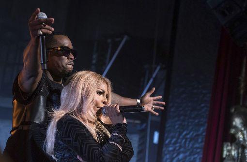 P. Diddy rappt mit Lil' Kim auf der Bühne