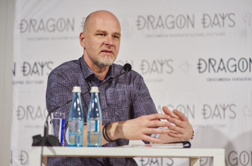 Der Autor Kai Meyer hat zur Eröffnung der Dragon Days erklärt, wie seine Bücher entstehen. Foto: Festival