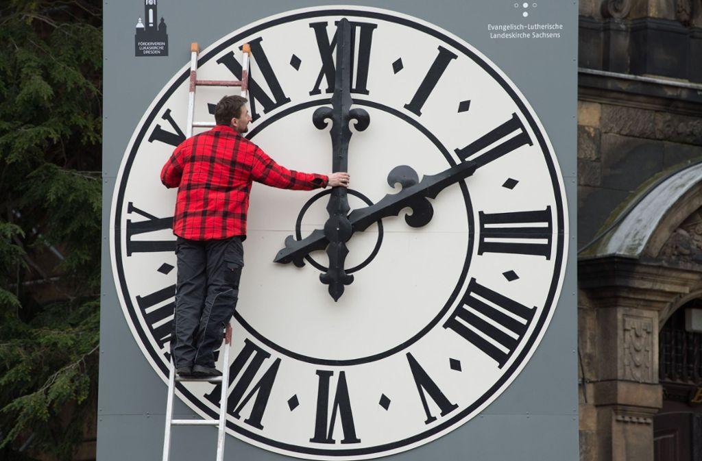 Wird die EU-Kommission die Klagen vieler Europäer über die regelmäßige Umstellung der Zeit erhören? Foto: ZB