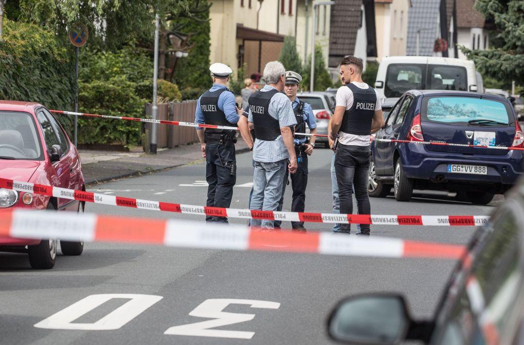 Die Polizei hat den Tatort abgesperrt. Foto: dpa