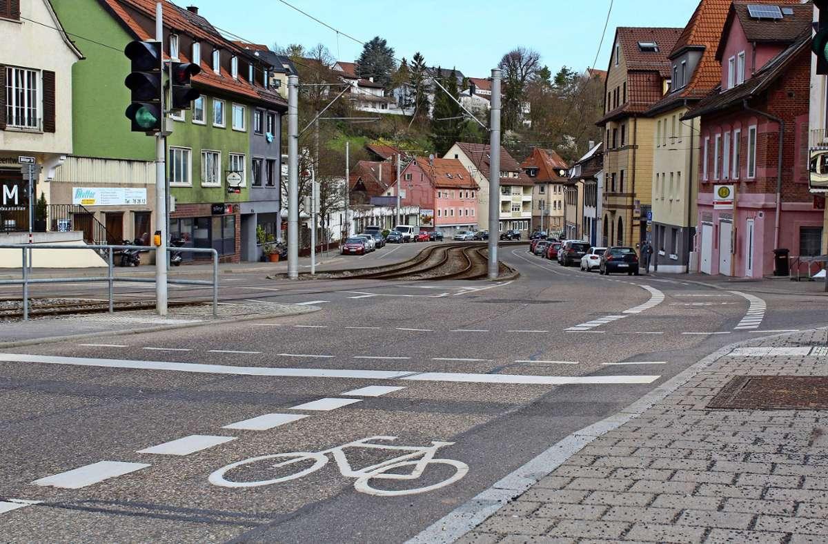 Der Fahrradstreifen im Bereich der Haltestelle Kaltental: Hier ist das Überholen von Radfahrern unzulässig, weil die Straße zu schmal ist. Foto: Jacqueline Fritsch