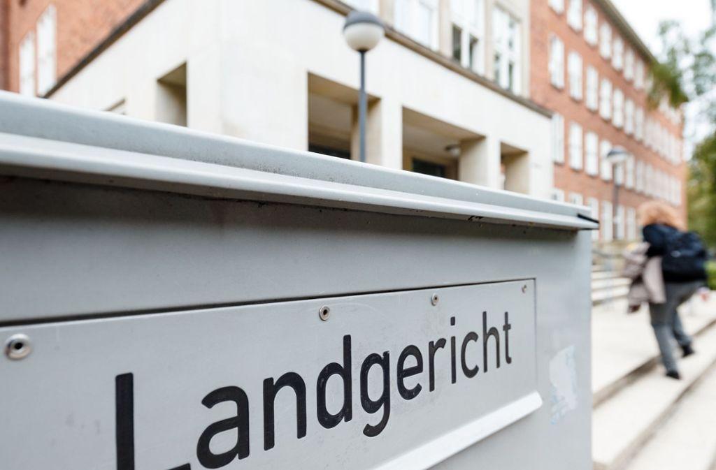 Die Verteidigung beantragte vor dem Landgericht Kiel am Freitag maximal sieben Jahre Haft. Foto: dpa