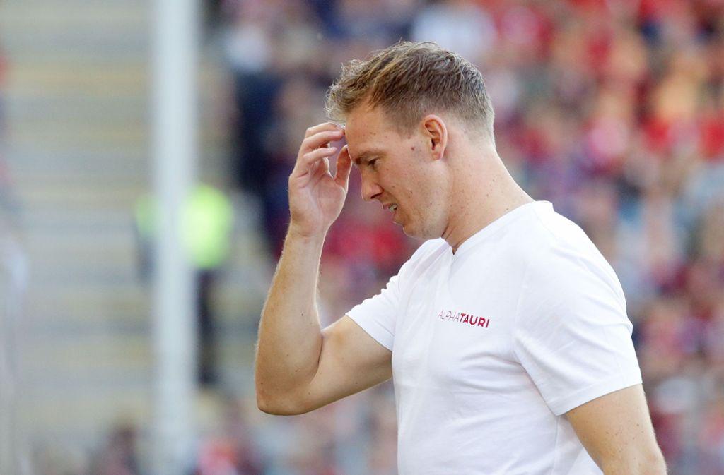 Julian Nagelsmann kann sich über die Friseur-Aktion seiner Spieler nur wundern. Foto: Pressefoto Baumann/Hansjürgen Britsch