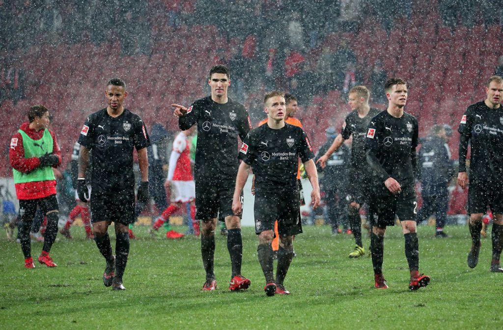 Der VfB stand in Mainz nicht nur sprichwörtlich im Regen. Foto: Pressefoto Baumann