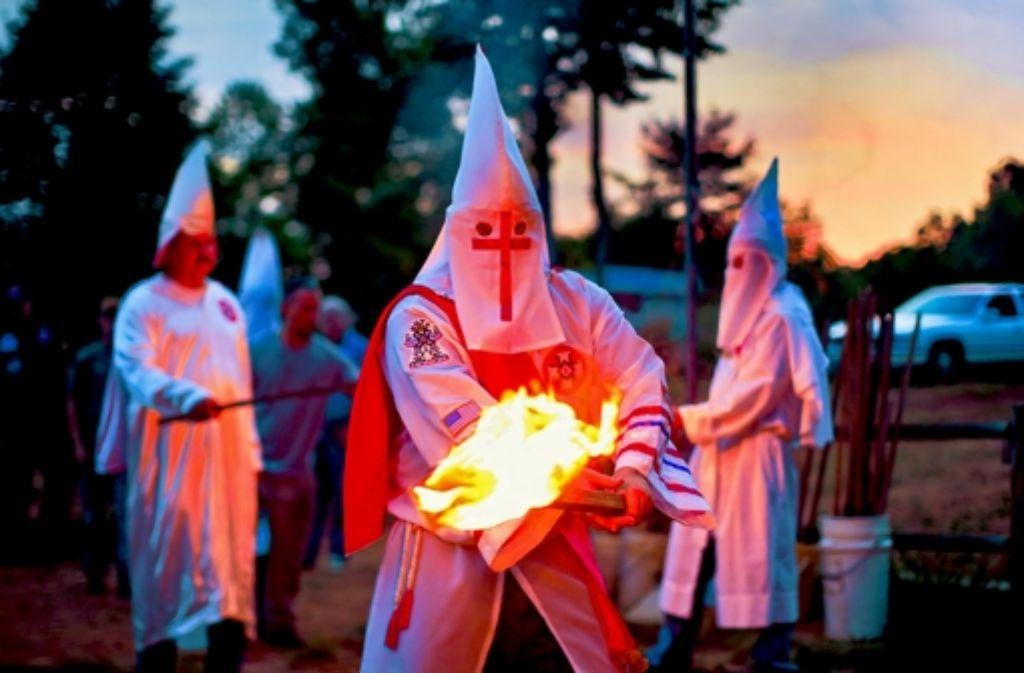 So kennt man ihn: der Ku-Klux-Klan in Aktion. Foto: EPA