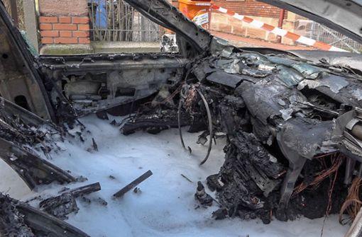 Großer Bruder rettet Zweijährige aus brennendem Auto