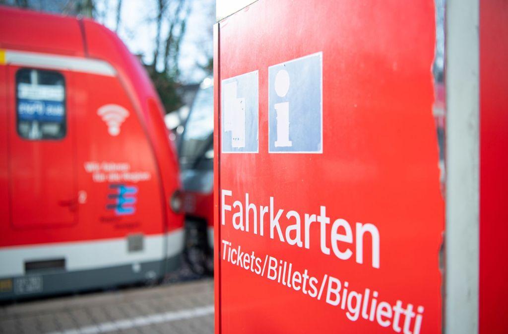An einem S-Bahnhof in Renningen haben sich mehrere Personen eine wilde Schlägerei geliefert (Symbolbild). Foto: picture alliance/dpa/Sebastian Gollnow