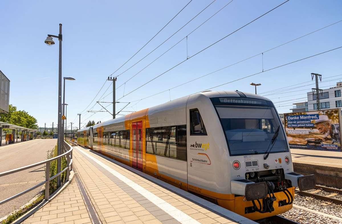 Damit Busse und Bahnen weiterfahren, gibt es Geld vom Land. Foto: DROFITSCH/EIBNER