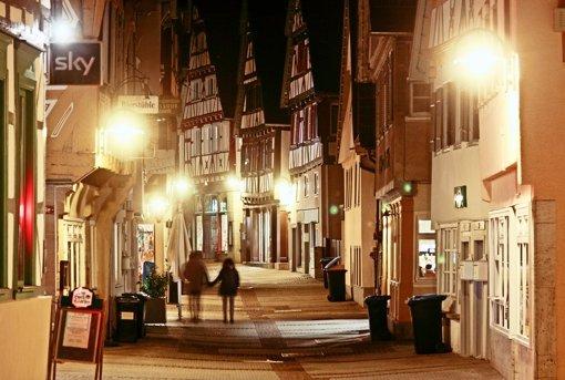 Statt der bisher punktuellen Beleuchtung sollen künftig die hohen Fassaden noch besser angestrahlt und die Gassen weiträumiger illuminiert werden. Foto: factum/Granville
