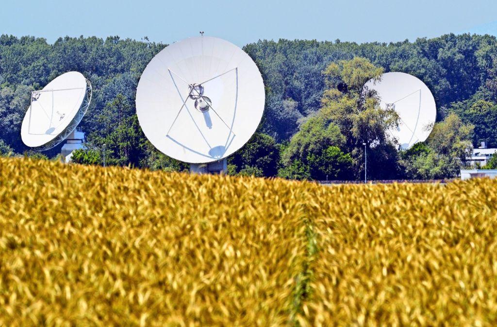 Die feinen Ohren des Geheimdienstes: Parabolantennen filtern Millionen Daten aus dem All. Foto: dpa