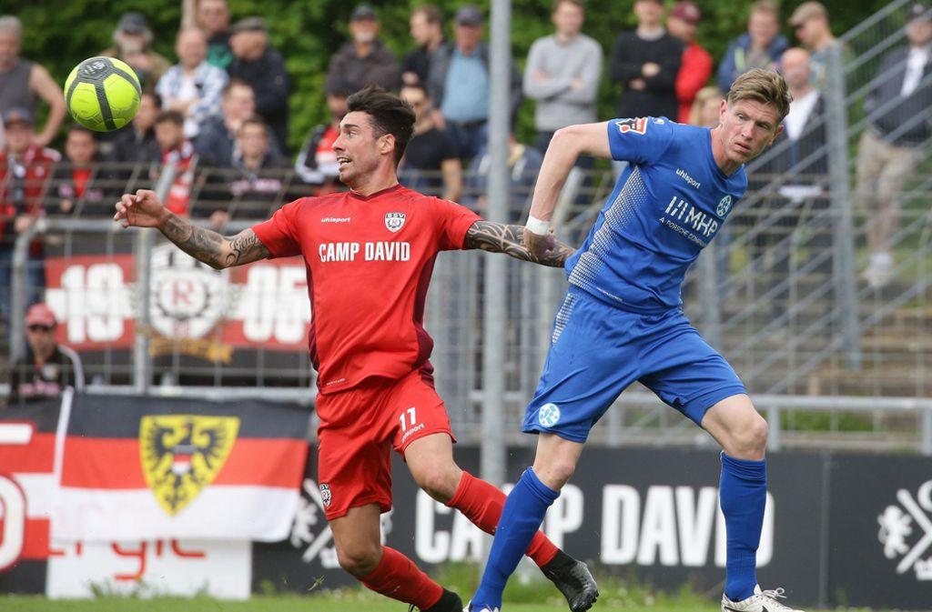 Die Stuttgarter Kickers trennen sich vom SSV Reutlingen mit einem 1:1-Unentschieden. Foto: Pressefoto Baumann
