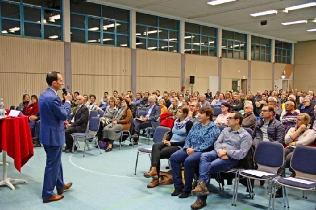 Die Bürgerinfo in der Uhlberghalle stieß auf großes Interesse – auch wenn es nicht auf alle Fragen eine Antwort gab. Foto: Sascha Schmierer