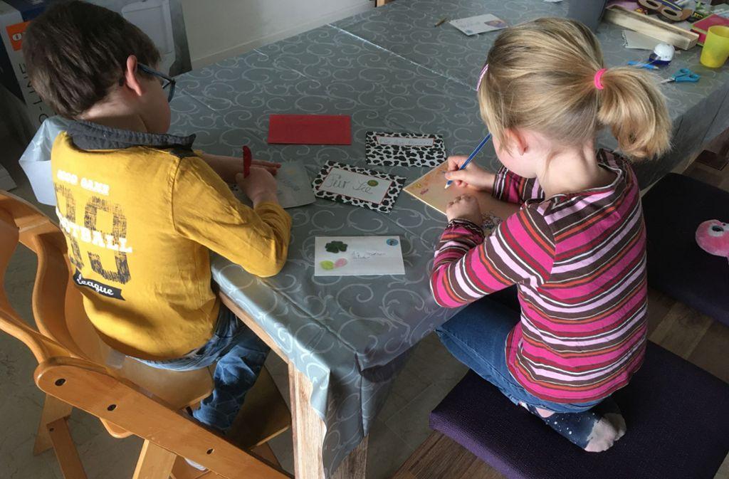Kinder machen Pflegeheimbewohnern eine Freude. Foto: AW
