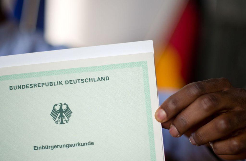 Beim Einbürgerungstest werden Kenntnisse der Rechts- und Gesellschaftsordnung sowie der Lebensverhältnisse in Deutschland abgefragt. Foto: dpa