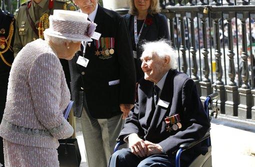 Queen gedenkt Sieg über Japan