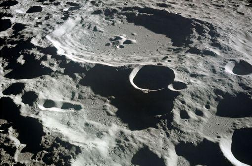 Wasserfontänen auf dem Mond