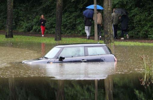 Regenmassen überfluten Straßen